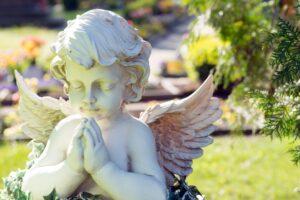 A cherub statue praying